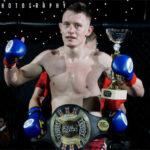 Dawid Zań zdobywa pas na gali MMA w Leeds.
