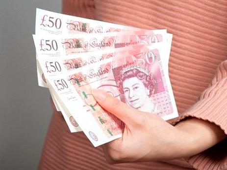 Polacy odzyskują od banków niesłusznie naliczone opłaty - Omni Claim